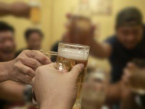 飲み会で乾杯